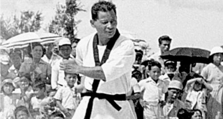 Tatsuo Shimabuku demonstrating a kata.