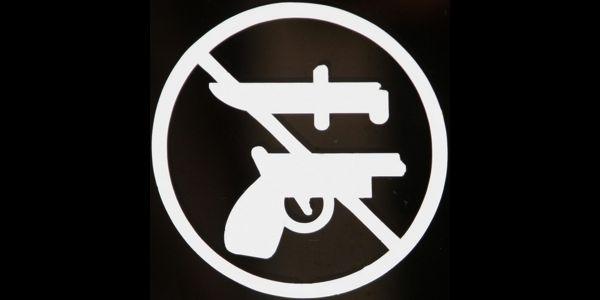 Knife vs Gun