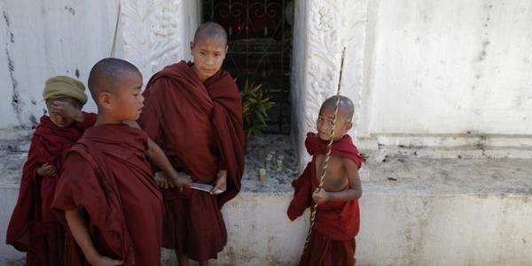 Shan Monks