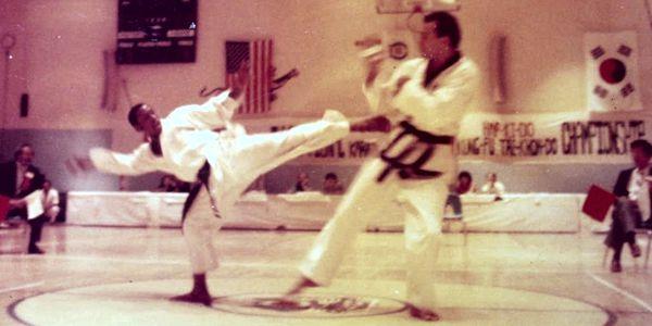 "Alton ""Itch"" Wilkinson sparring John Critzos II"