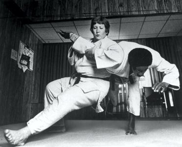 Rena Kanokogi takes out her opponent in 1980