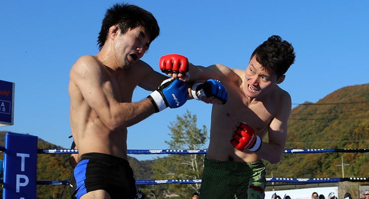 Japanese fighter Toshihiro Shimizu and Korean fighter Kwon Won-Il in NeoFight 14