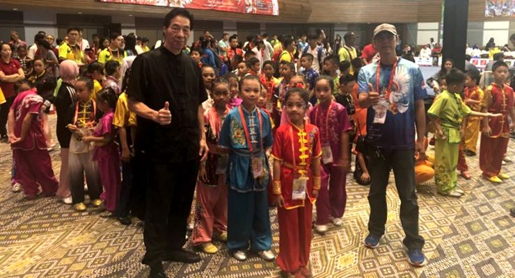 GM Samuel Kwok with competitors at the 1st Bali International Kungfu Championships.